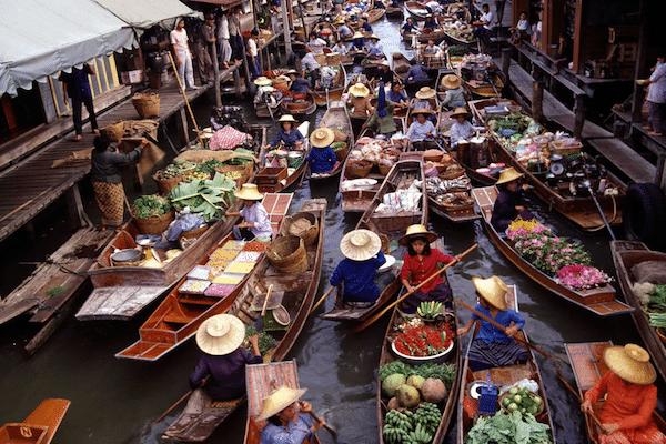 תמונת השוק הצף - אחת מנקודות החן בתאילנד