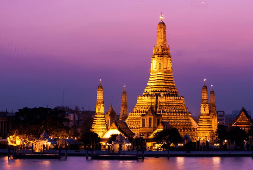 בנגקוק - תמונת מקדש על הנהר