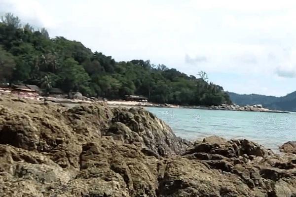 תמונת החוף של קאמאלה באי פוקט
