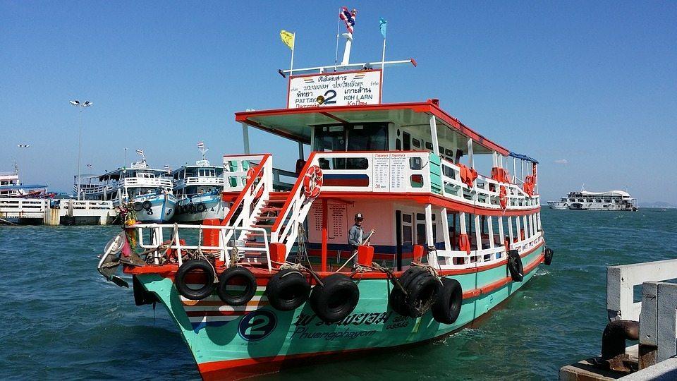תמונת מעבורת בתאילנד