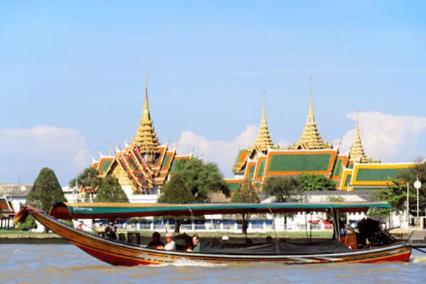 בנגקוק -תמונת ספינה על הנהר בנגקוק - ולא בנקוק
