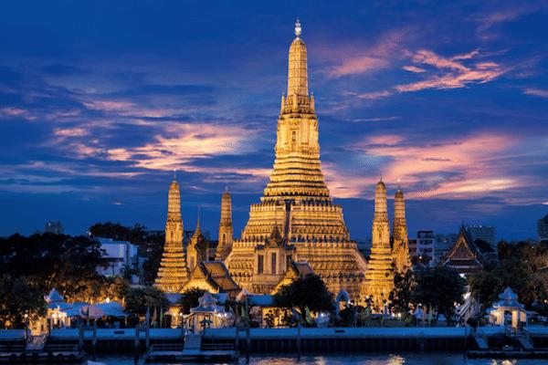 תמונת נוף בנגקוק מקדש בשקיעה
