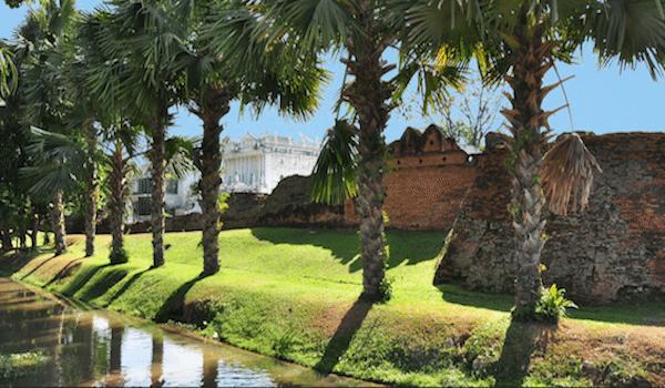 תמונת חומת העיר העתיקה בצ׳אנג מאי תאילנד