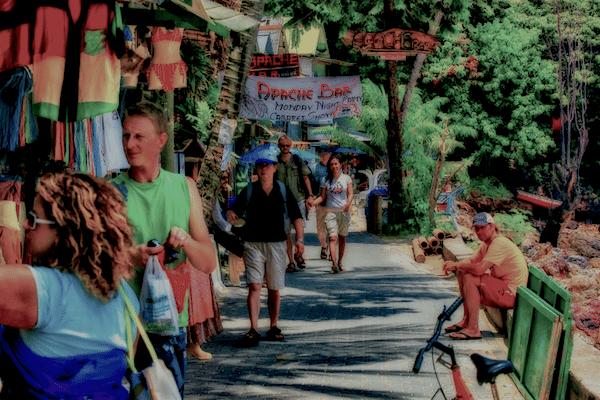 תמונת אנשים בקניות באי קופיפי