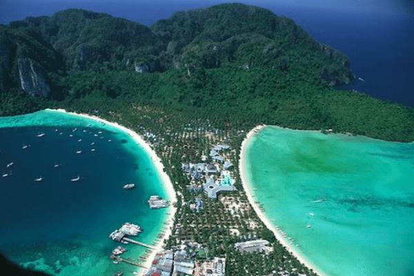 תמונה של האי פיפי במבט מהאוויר המראה את החוף המתויר קופיפי