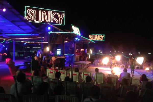 תמונה של סלינקי בר בערב - אי קופיפי