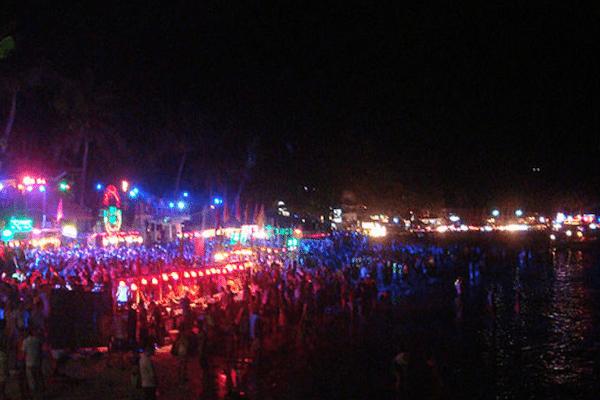 תמונת האטרקציה הנבחרת של תאילנד - מסיבת פולמון בחוף הדרין קופנגן