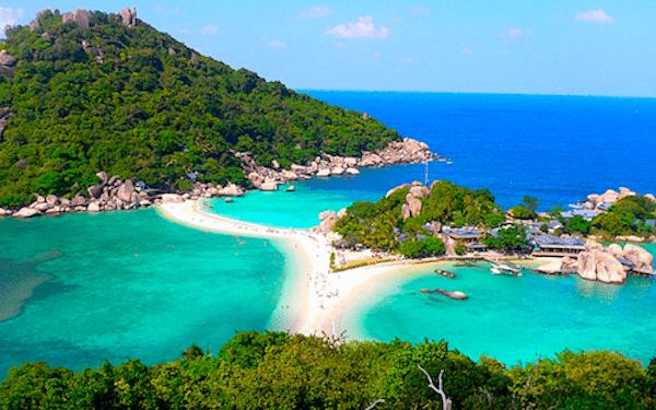 נוף איים בקו טאו נאנג יואן - אי קטנטן ורומנטי שמלא זוגות מגיעים בירח הדבש על מנת להתנתק מהעולם... באי עצמו יש מסעדה אחת שנמצאת על המזח היכן שיורדים מהסירות.