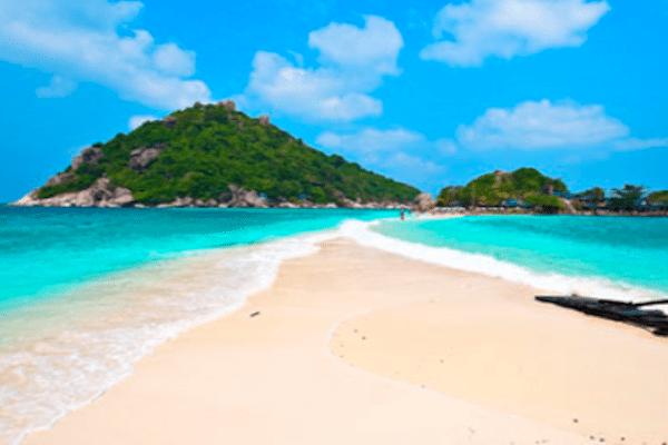 תמונה של חופי קו טאו עם חול לבן ומים צלולים מתוך אתר טיול לתאילנד של סגול