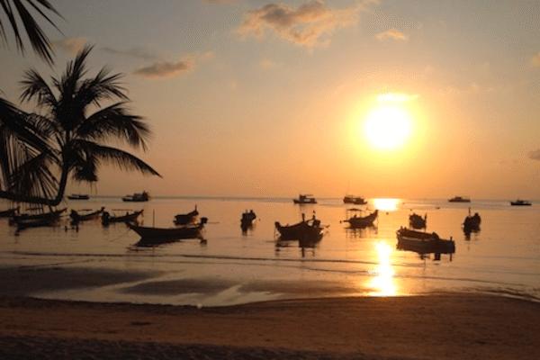 תמונה של שקיעה מדהימה בחוף קו טאו מתוך אתר טיול לתאילנד של סגול