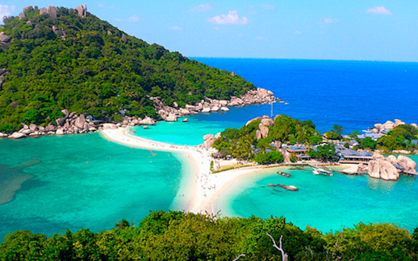 תמונה של  נוף איים בקו טאו - שילוב של חול לבן, מים צלולים וצימחיה ירוקה מתוך אתר טיול לתאילנד עם סגול