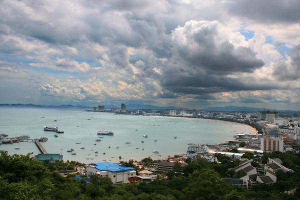 תמונת מפרץ פטאיה ביום מעונן
